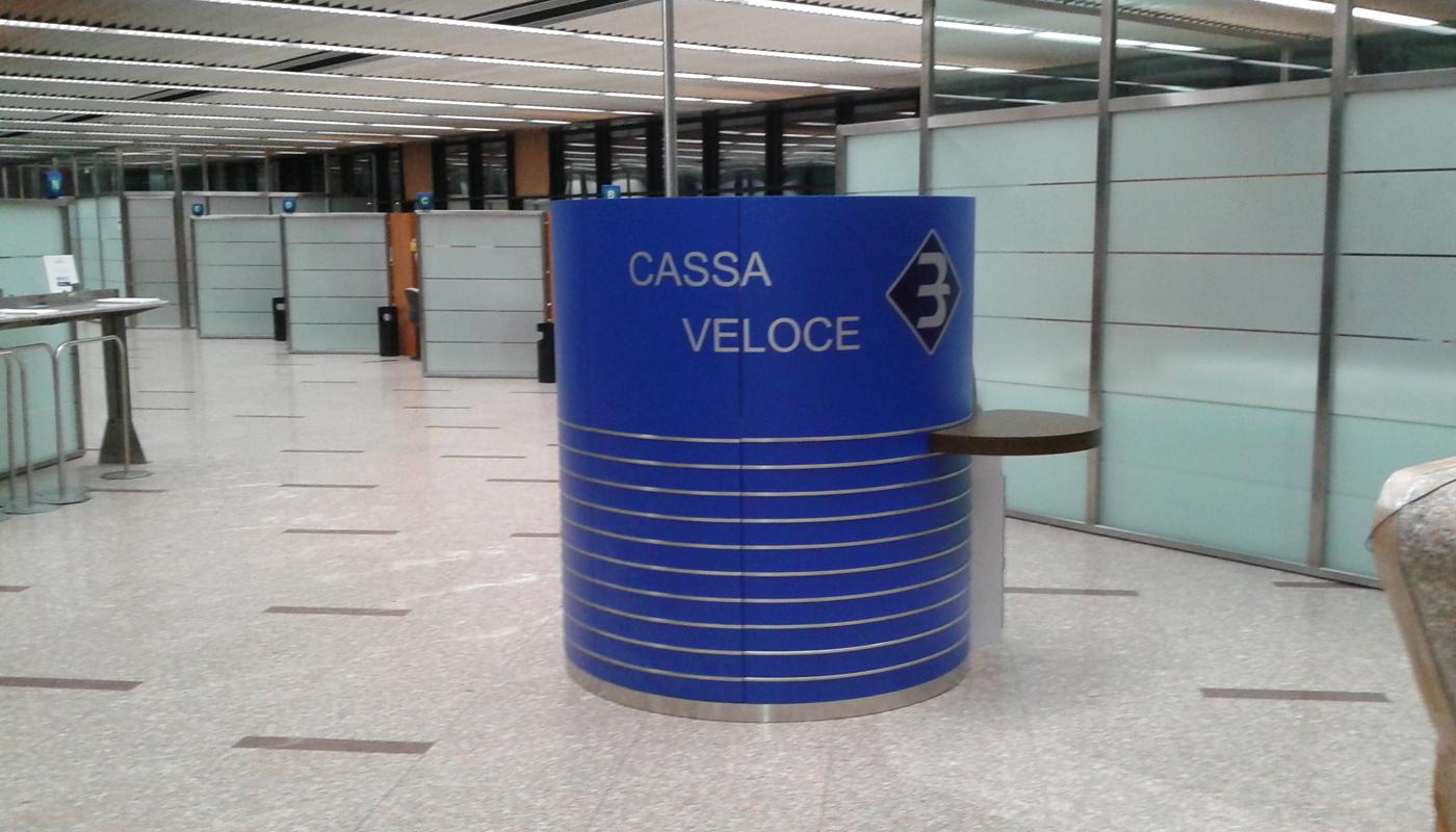 arredamento contract Banca Alzate Brianza Italia your team aradeo